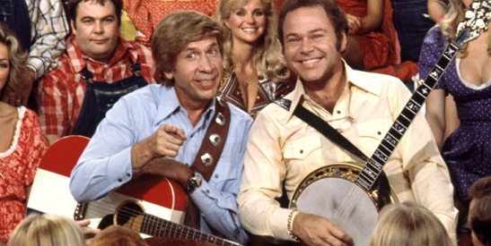 Roy-Clark-and-Buck-Owens-and-the-cast-of-HEE-HAW