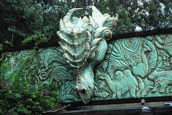 Dragon_Statue_entrance